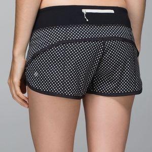 """Lululemon run shorts 2""""5 size 8"""